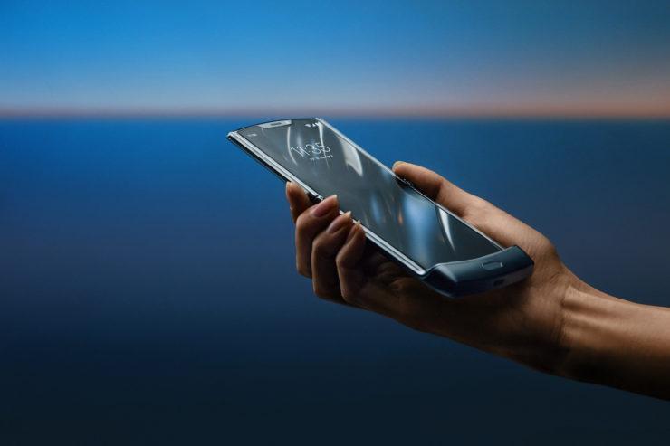 Motorola 1.500 Dolarlık Katlanabilir Telefonu Razr'ı Duyurdu