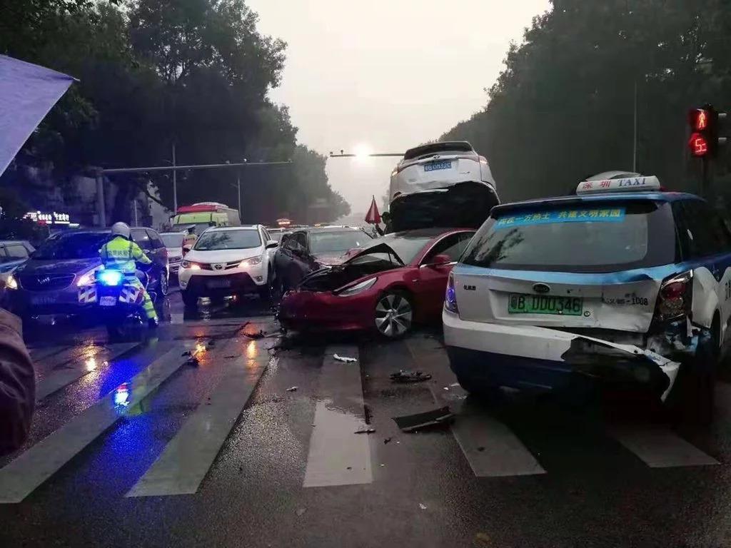 Tesla Aracının Sağlamlığı Bu Kazayla Onaylandı!